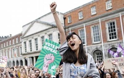Парламент Ирландии легализовал аборты