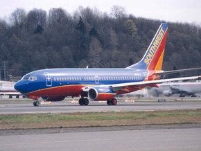 В США самолет совершил экстренную посадку после удара молнии