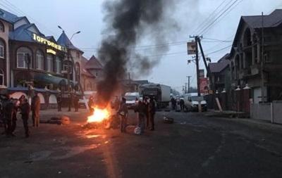 Блокування траси на Закарпатті: суд поступився вимогам протестувальників