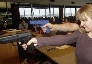 Новости США - странные новости: Американка прогнала грабителя из дома, напугав его игрушечным пистолетом