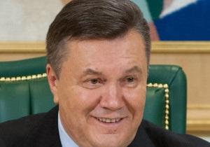 Янукович подписал закон, запрещающий рекламу сигарет