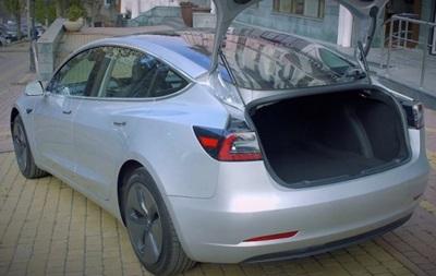 Первый украинский тест-драйв новой версии Tesla Model 3 от Nasdaq Group Ukraine