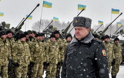 Порошенко заявил о тысячах танков и артсистем на границах с Украиной