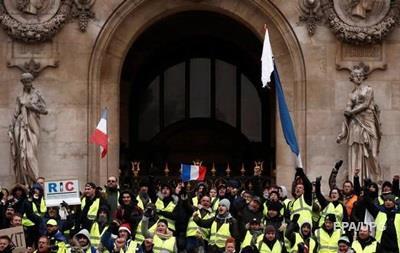 Парламент Франции одобрил уступки Макрона  желтым жилетам