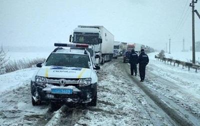 Между Черкасской и Полтавской областями застряли 200 авто