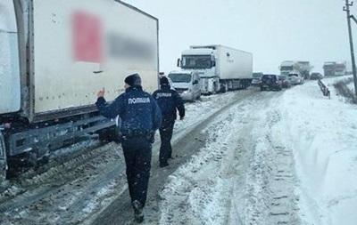 В Україні рух транспорту обмежили в чотирьох областях
