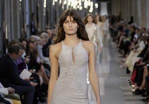 В Лувре впервые в истории прошел показ мод