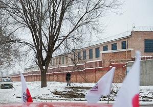 В Качановской колонии прошел конкурс снеговых скульптур: победили дракон и колобок в кепке