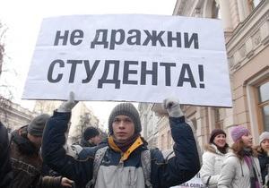 Азаров поручил Табачнику хорошо подумать, прежде чем проводить образовательную реформу