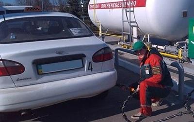 Сети АЗС снизили цену автогаза