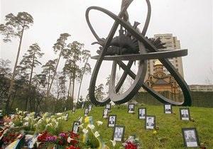Чернобыльцы возмущены тем, что их не пускали к памятнику из-за приезда Азарова и Рыбака