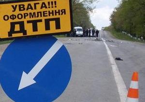 В Днепропетровске в результате ДТП на проезжую часть вылилось полторы тонны соляной кислоты