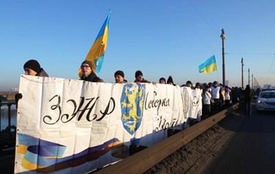 В Киеве на мосту Патона создали  живую цепь