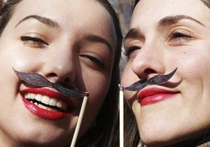 Отношения мужчины и женщины: При знакомстве с девушкой мужчины смотрят на ее зубы