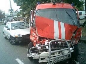 В Киеве машина МЧС протаранила четыре авто