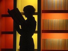 Польские библиотекари привлекают новых читателей откровенными нарядами