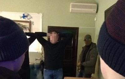 Офіцера СБУ затримали на переправленні сигарет з  ЛДНР