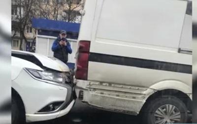 В Ужгороде авто полиции столкнулось с микроавтобусом