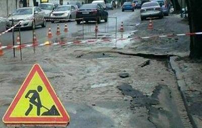 В Киеве перекрыли дорогу из-за прорыва трубы