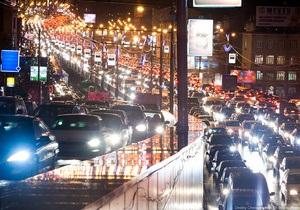 На Москву обрушился сильный снегопад. В городе образовались многокилометровые пробки