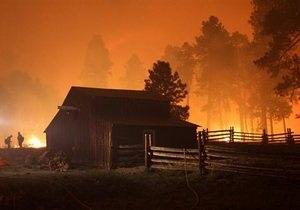 Лесной пожар угрожает двум городам вблизи столицы Греции
