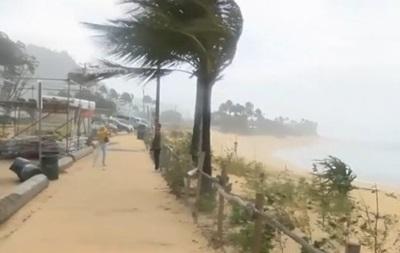 Шторм на Гавайях: 20-метровые волны и снегопады