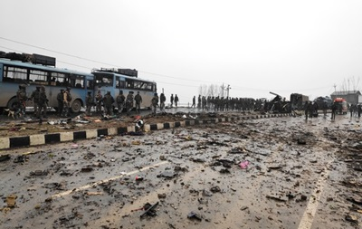 Кількість загиблих під час теракту в Індії поліцейських зросла до 40
