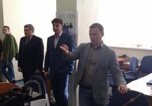 Лидеры оппозиции отреагировали на скандал вокруг ТВі лишь на третий день конфликта