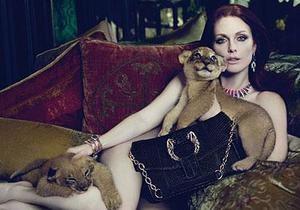 В Венеции рекламу с обнаженной Джулианной Мур заменили версией с одеждой