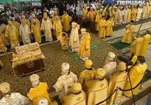 Крещение Руси - Около 1,5 тыс прихожан пришли в Лавру на божественную литургию по случаю Крещения Руси