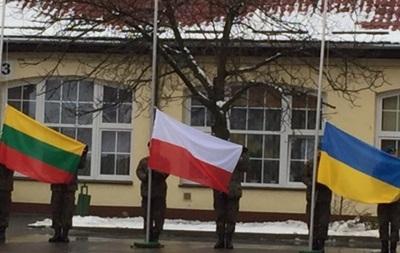 Порошенко проведет оборонный саммит с президентами Польши и Литвы