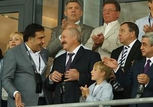 Саакашвили на финале Евро-2012 посадили рядом с Лукашенко
