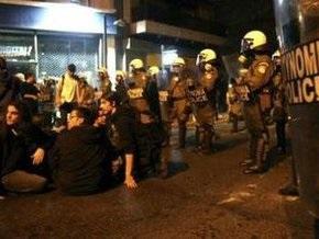 В Греции анархисты забросали полицейских камнями и бутылками с зажигательной смесью