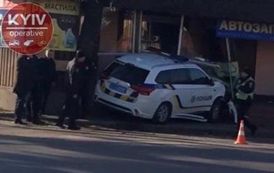 Момент ДТП з авто поліції під Києвом потрапив на відео