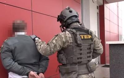 На кордоні Угорщина-Україна затримали 16 митників