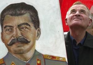 Российские правозащитники разместят в Москве плакаты о преступлениях Сталина