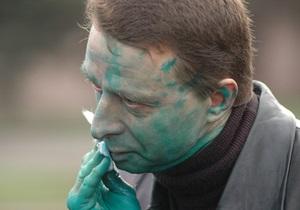 В Днепропетровске лидера протестующих предпринимателей облили зеленкой