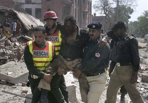 Взрыв в Пакистане унес жизни 26 человек. Талибы взяли на себя ответственность