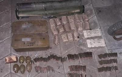 На Донбасі військовий викрав з частини гранати і патрони