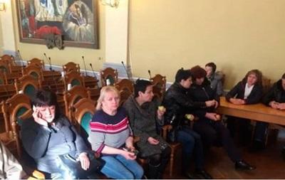 У Львові міськрада перенесла засідання через протест стоматологів