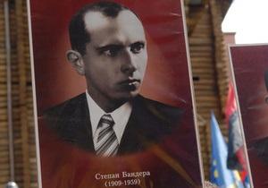 Вместо Бандеры и шестидесятников в тестах появились вопросы о советских деятелях - Ъ