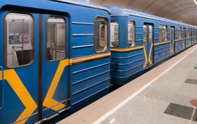 У Києві пасажир впав під потяг метро