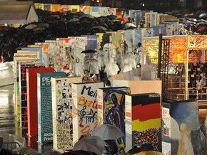 В столице Германии обрушили символическую Берлинскую стену