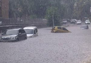 Сильный ливень превратил киевские улицы в реки