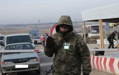 В КПП на Донбасі застрягли понад 200 авто