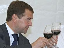 Медведев считает, что в России слишком много пьют