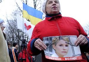 Сторонники Тимошенко установили агитпалатки возле колонии в Харькове