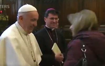 У Мережі обговорюють  дивний  вчинок Папи Римського