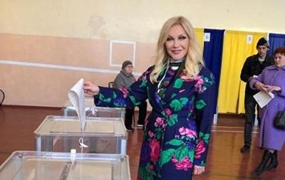 Таисия Повалий вернулась из РФ и проголосовала на выборах