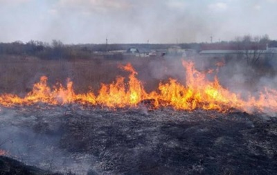 У Чорнобильській зоні масштабна пожежа: горять десятки будинків